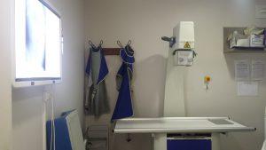 La clinique est équipée d'un appareil radiographique et d'un échographe.